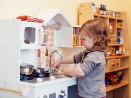 Descubre nuestra cocina propia. En la cocina de la Escuela Infantil Anaka Haur Eskola encontrarás comida sana, local, de toda la vida.