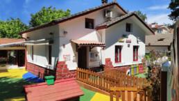 La escuela infantil ANAKA HAUR ESKOLA es un centro privado autorizado por el Departamento de Educación, para los